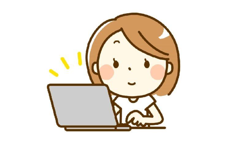 ノートパソコンを使う可愛いお姉さん
